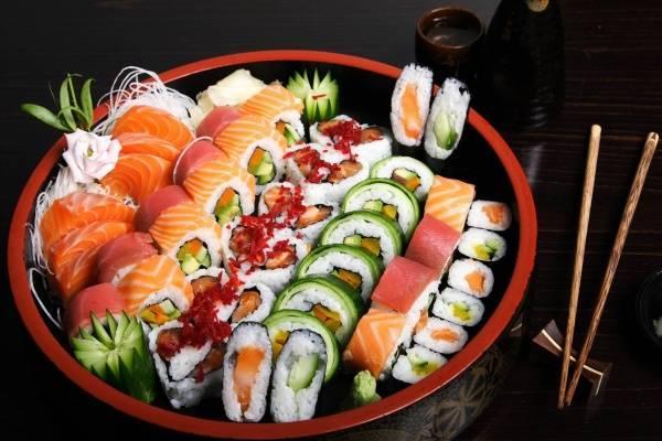 20401-sushi-lunch1.jpg