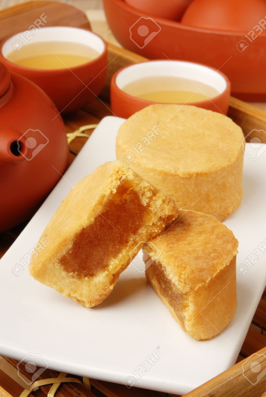 9972309-Taiwan-famous-dessert-pineapple-cake-Stock-Photo.jpg