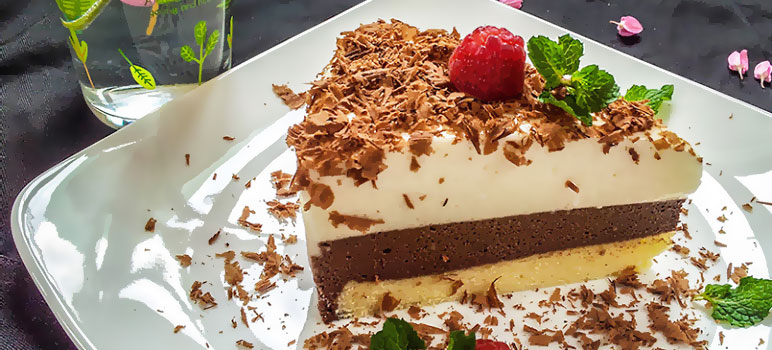 Fcach-lam-banh-mousse-socola-dua-chocolate-and-coconut-mousse-cake.jpg