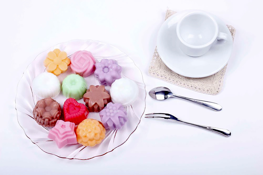 Multipurpose-12-Holes-Flowers-Silicone-Cake-Mold.jpg