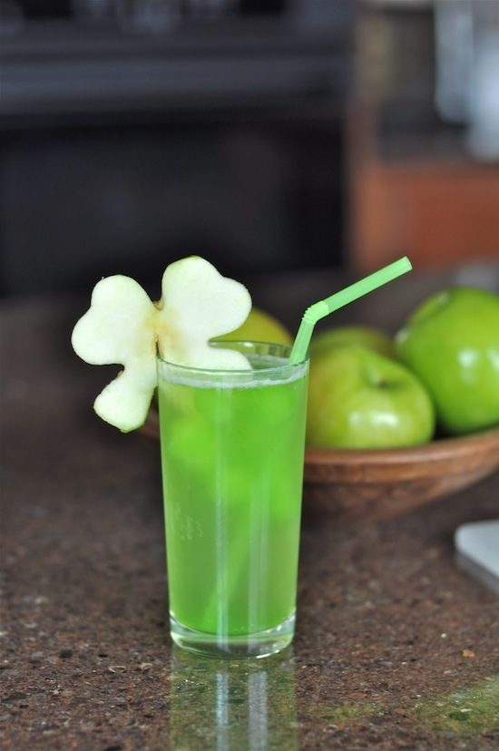Shamrock-Juice-Simple-and-easy-ingredients-Fun-for-a-kids-party..jpg