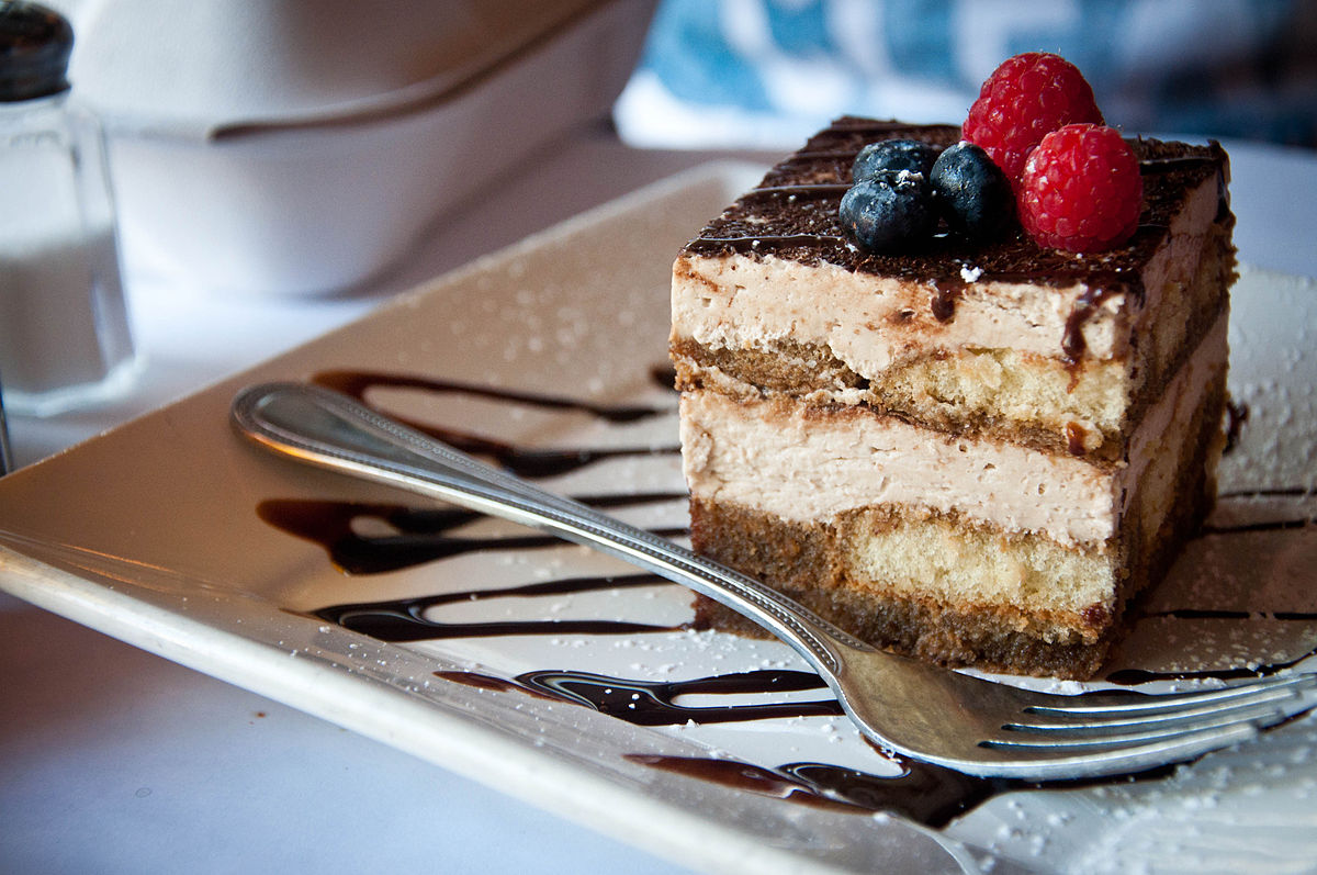 Tiramisu_with_blueberries_and_raspberries,_July_2011.jpg