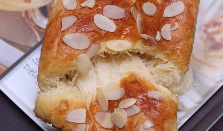 cach-lam-banh-mi-hoa-cuc--harry-brioche-bread-light-brioche9.jpg