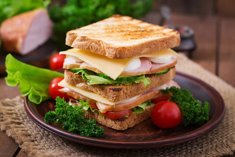 banh-mi-sandwich-an-voi-gi-e1535099203445.jpg