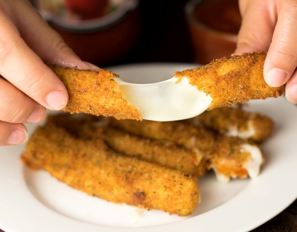 homemade-mozzarella-sticks-600x468.jpg