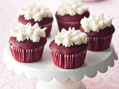 red-velvet-cupcakes-hl-1981653-x.jpg