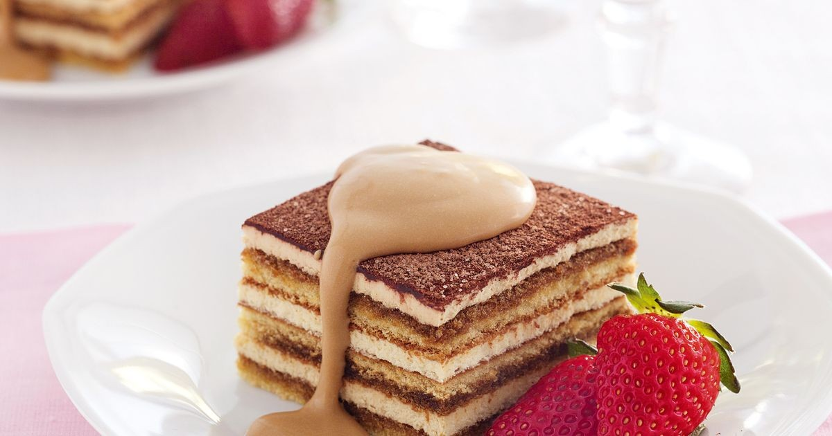 tiramisu-with-strawberries-and-coffee-cream-32693-1.jpeg